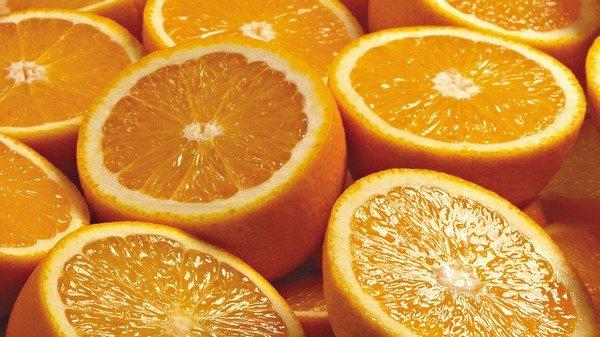 Сколько витамина с в апельсине 100г
