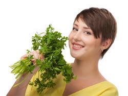 Петрушка — польза и вред для здоровья женщин и мужчин