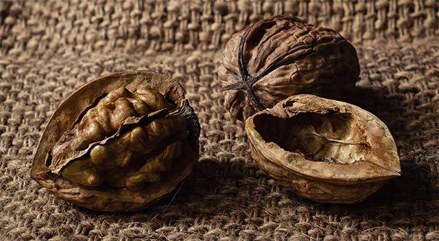 Варенье из грецких орехов — польза, вред, свойства, рецепты