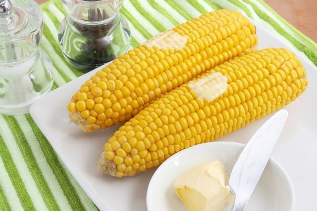 Вареная кукуруза — состав и калорийность, польза и вред