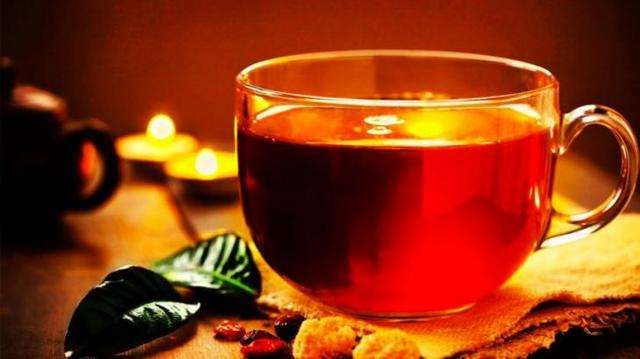 Черный чай повышает или понижает давление?